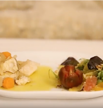 Merluza negra en escabeche de naranja y ensalada de lechugas mezclum con cítricos (vídeo)