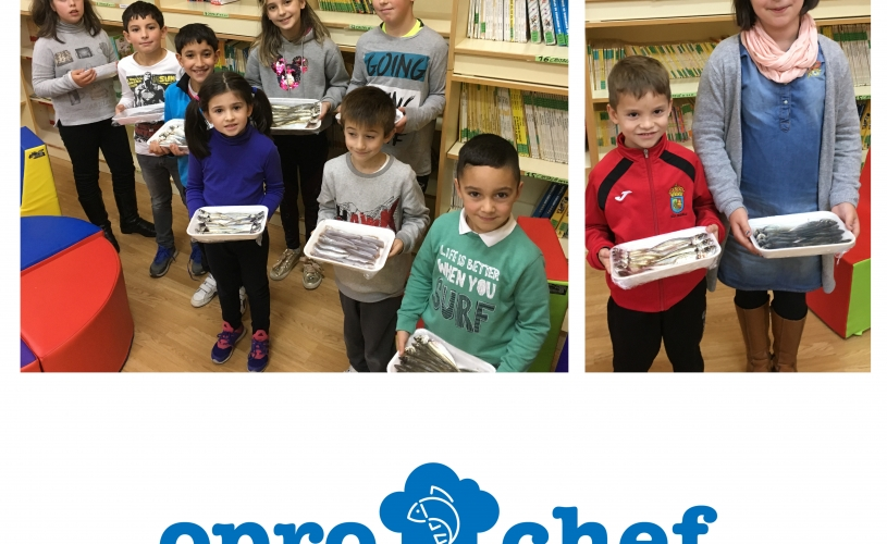 Los participantes del concurso Oprochef reciben pescado para realizar sus recetas