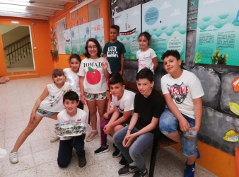 Entrega de pescado en el CEIP do Carballal a los finalistas de Oprochef